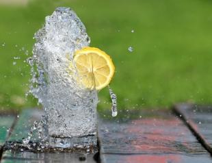 """Как правильно выбирать воду: советы эксперта """"Сніданку з 1+1"""""""
