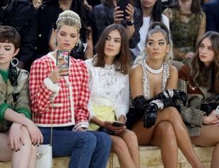Неделя моды в Париже: Алекса Чанг, Рита Ора, Хана Кросс и другие на показе Miu Miu