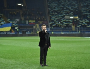 """Мурашки по коже"": DZIDZIO взорвал соцсети исполнением гимна Украины на стадионе (ВИДЕО)"