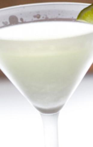 Рецепт коктейля White Cosmopolitan к 8 марта