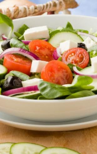 Средиземноморская кухня: рецепты салатов