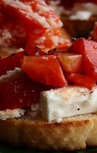 Экспресс-закуска для летнего вечера: брускетты