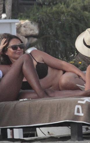 Наоми Кэмпбелл отдыхает с подругами в Испании