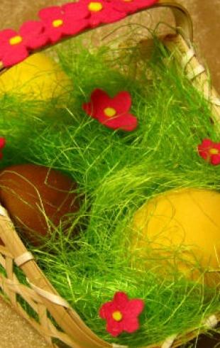 Поделки к Пасхе: корзинки с яйцами