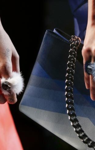 Кольца из меха от Fendi