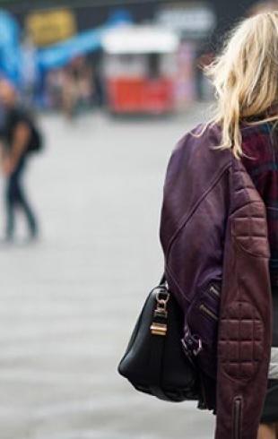 С чем носить мини-юбки в холодное время года