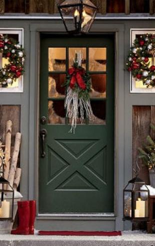 Как преобразить жилище: украшаем дверь к Новому году
