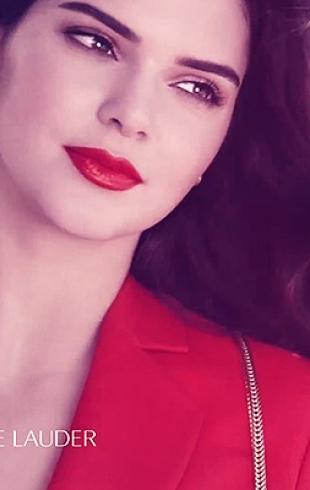 Lady in red на улицах Лос-Анджелеса: роскошная Кэндалл Дженнер в рекламе Estee Lauder