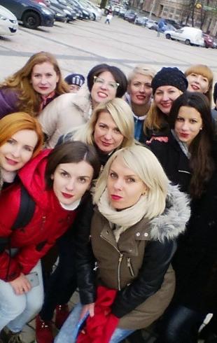 Красная помада на 16 дней: всеукраинская акция по борьбе с насилием