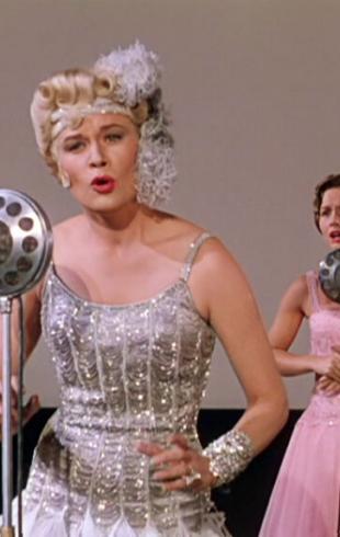Что посмотреть для настроения: актеры, которые умеют петь