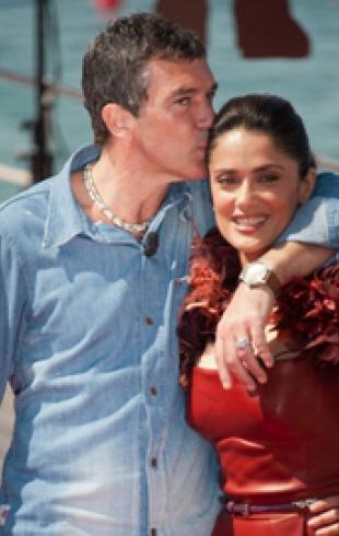 Антонио Бандерас и Сальма Хайек на красной ковровой дорожке в Каннах. ФОТО