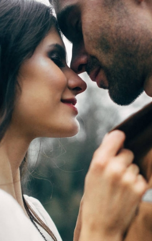 Как понять, что ты нравишься парню: просто вежливость или симпатия?