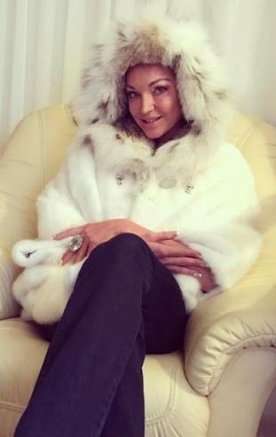 Анастасия Волочкова летела в эконом-классе, уступив место чужому ребенку (ФОТО)