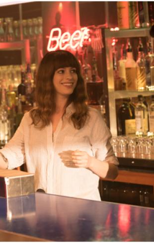 Не буди в женщине монстра: фантастическая комедия со звездой «Стажер» и «Дьявол носит Prada» Энн Хэтэуэй