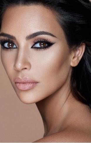 Модель plus-size Эшли Грэм восхитилась непосредственностью и сексуальностью Ким Кардашьян