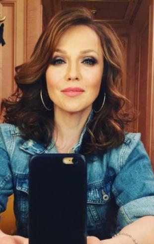 Смело и красиво: Жена Валерия Меладзе восхитила публику шикарным бюстом (ФОТО)