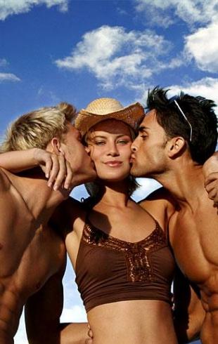 Секс с двумя мужчинами: что нужно знать, и правила безопасности
