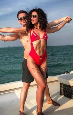 Кому лучше: в Сети сравнивают одинаковые купальники Ольги Бузовой и Оксаны Самойловой (ГОЛОСОВАНИЕ)