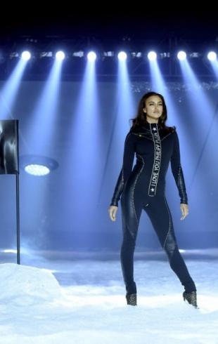 Ирина Шейк приняла участие в показе вместе с роботом