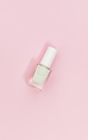 Белый маникюр: 10 вариантов дизайна ногтей на лето