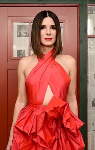 Сандра Буллок восхитила ярким образом на премьере в Нью-Йорке (ФОТО)