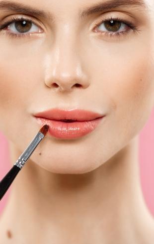 Почему стоит использовать масло для губ?