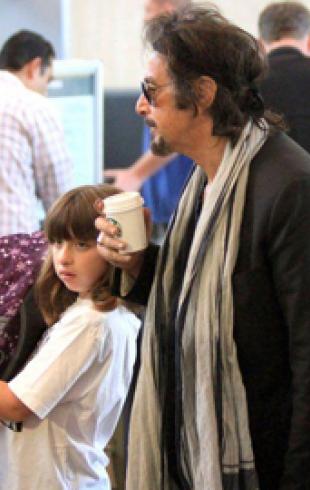 Аль Пачино с детьми в аэропорту Лос-Анджелеса. ФОТО
