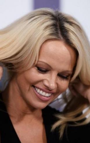 51-летняя Памела Андерсон снялась в откровенной фотосессии с женихом (ФОТО)