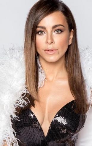 На музыкальную премию в свадебном платье: Ани Лорак озадачила своим нарядом (ФОТО)