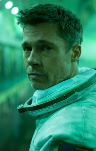 """""""К звездам"""". Брэд Питт летит на Нептун, чтобы спасти Землю и найти отца"""