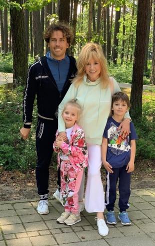 День рождения Лизы и Гарри: как Алла Пугачева и Максим Галкин поздравили своих детей (ВИДЕО)