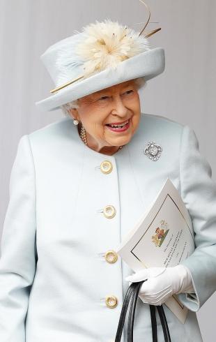 Королева Елизавета II откажется от натурального меха. Это случится уже в 2019 году