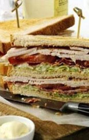 Пикантные бутерброды и кофе в постель