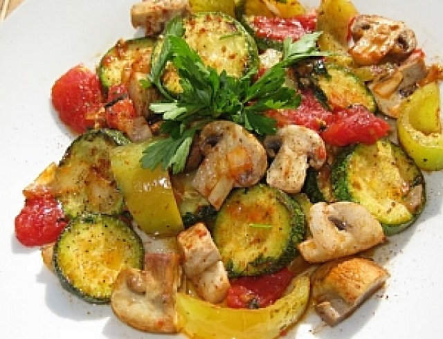 Постный ужин: овощное соте с грибами