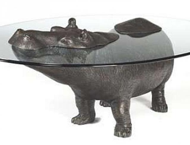 Из бегемотов сделали кофейные столики