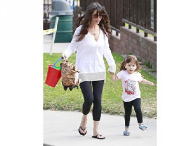 Григорьева с дочкой Мела Гибсона на прогулке. Фото
