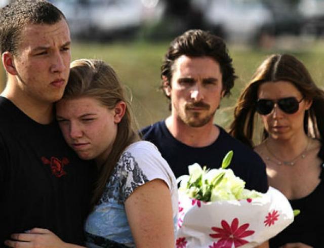 Кристиан Бэйл посетил место расстрела людей в Колорадо