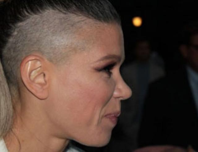 Как певица Руслана побрила голову. Новые фото