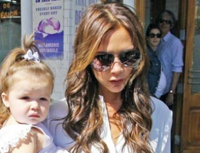 Виктория Бекхэм с дочерью Харпер погуляли по Нью-Йорку. Фото
