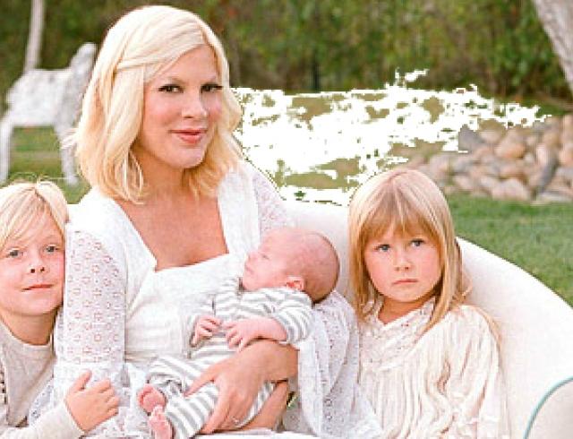 Тори Спеллинг показала свою семью. Фото