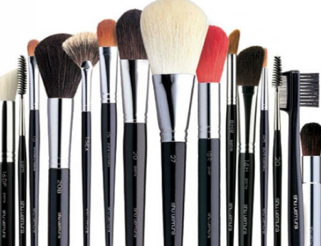 Как ухаживать за кистями для нанесения макияжа?