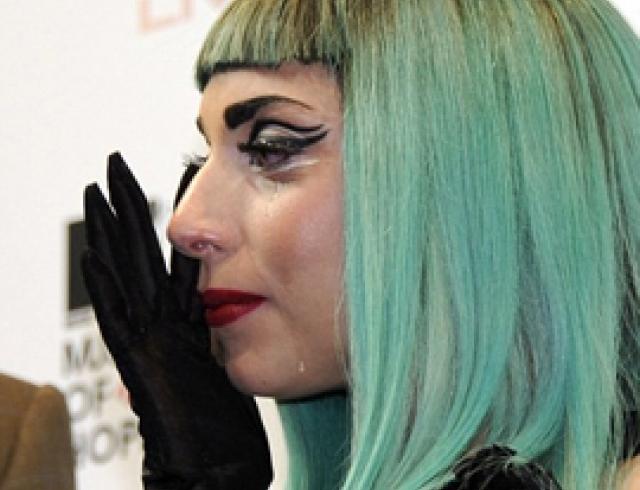 Леди Гага заплакала, говоря о Японии. ФОТО
