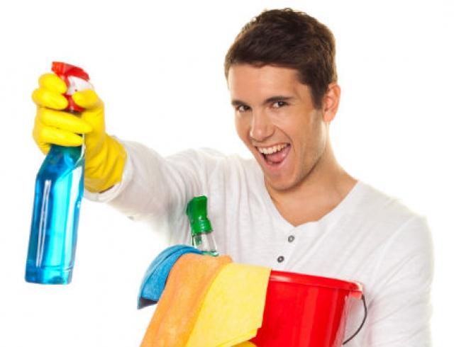 5 способов мотивировать мужчину убирать в доме