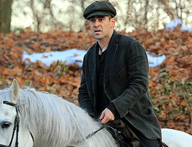 Колин Фаррелл в роли принца на белом коне. Фото