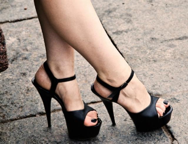 Как скрыть выпирающую косточку на ноге?