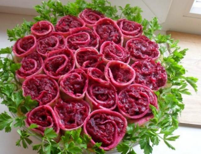 """Салат """"Букет роз"""": встречаем гостей"""
