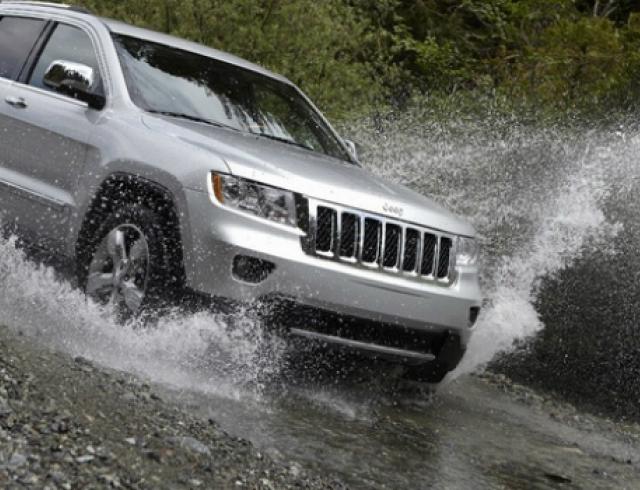 Как защитить автомобиль во время наводнения?