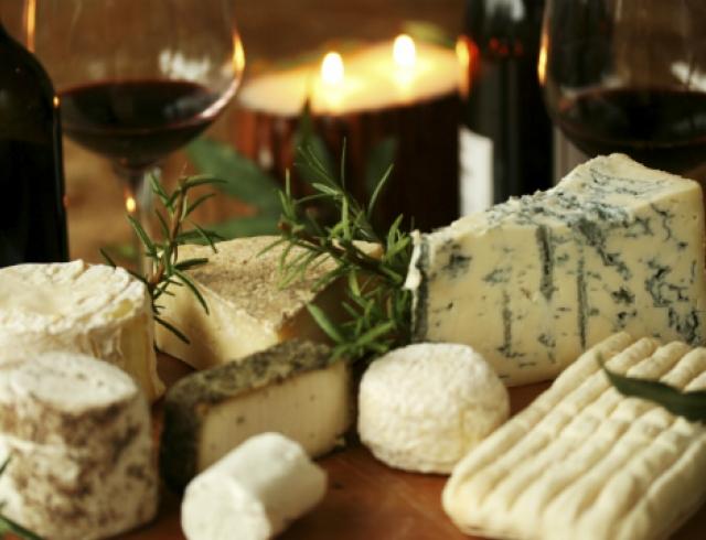 Диетологи назвали самый полезный сорт сыра