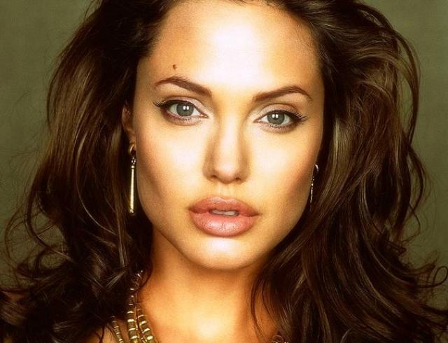 Анджелина Джоли встречается с бывшим мужем
