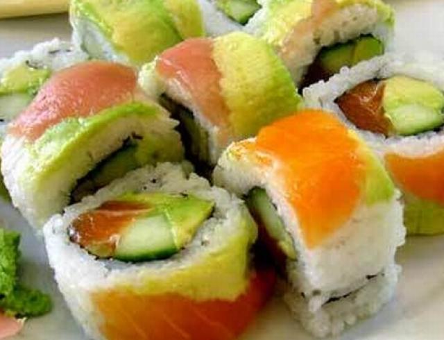 Чем опасны суши и сашими?